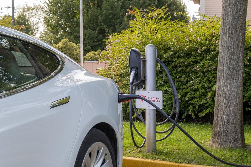 Alles wat je als ondernemer moet weten over subsidies, vrijstellingen en bijtelling met betrekking tot elektrisch rijden post thumbnail image